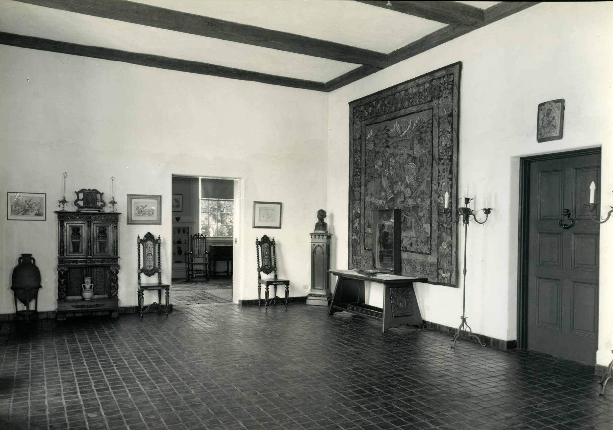 Photo of Blashfield gallery from the Lawrence Hall archives.
